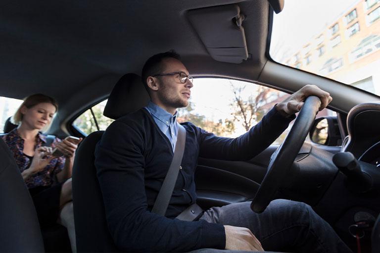 Kierowca zzapiętym pasem bezpieczeństwa